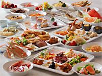 鬼怒川温泉 あさや 【ファミリー】和食膳の食事や部屋食も人気だが、子供連れではブッフェが断然人気!80種類以上もの料理が並ぶ。