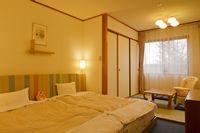 ホテルグリーンプラザ軽井沢 【ファミリー】赤ちゃんプラン専用ルームはすべて禁煙。パパ・ママ・赤ちゃんの3人が一緒に寝ても大丈夫なキングサイズベッドが準備。