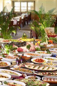 ホテルグリーンプラザ軽井沢 【ファミリー】バイキングは和洋中約50種類の料理が並ぶ。キッズ用の食事も豊富で、月齢別に各3種類の離乳食の用意も。