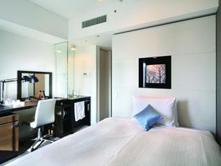 ホテルビスタ札幌[大通](旧:ウォーターマークホテル札幌) シングルルーム。シモンズ社製マットレス使用。幅140cm。広さ15平方メートル