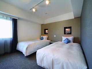 ホテルビスタ札幌[大通](旧:ウォーターマークホテル札幌) ツインルーム。シモンズ社製マットレス使用。幅120cm。広さ20平方メートル