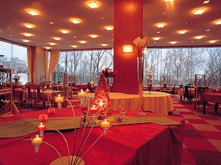 ニセコ昆布温泉ホテル甘露の森 四季折々の景色を望みながらのご会食
