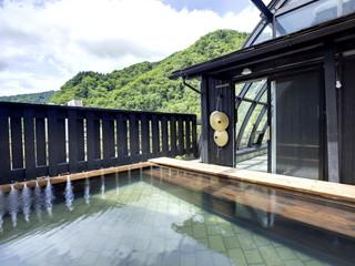 ぬくもりの宿ふる川 最上階にある露天風呂からは、四季折々の景色が望めます