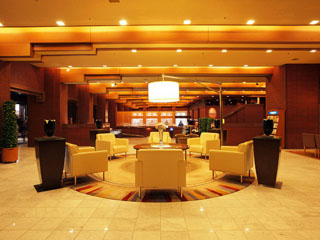 ホテルオークラ札幌 「ロビー」くつろぎの空間と笑顔で、お迎えいたします