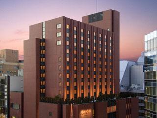 ホテルオークラ札幌 札幌の中心街、大通公園がすぐそばにあり、交通の便も良く、ススキノにも徒歩で行ける距離に位置しております。