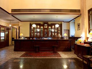 ホテルモントレ札幌 中世の面影が色濃く残るアンティークな家具や絵画の数々が館内に並んでいます