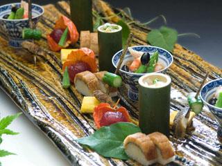 前菜一例。目にも楽しい色鮮やかな一皿です!