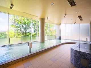 新富良野プリンスホテル なめらかな肌触りの湯が、心身の疲れを優しく癒やしてくれます
