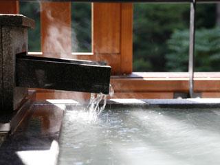 登別温泉郷滝乃家 露天風呂タイプは源泉掛け流し。四季のうつろいを目で肌でお愉しみ下さい