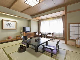 函館湯の川温泉 湯元 啄木亭 安らぎを大切にした和室。函館山を一望できる部屋もある