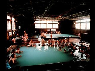 酸ケ湯温泉旅館 畳160敷きの大浴場