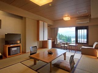 愛真館 和室10畳の別館客室。2011年リニューアル