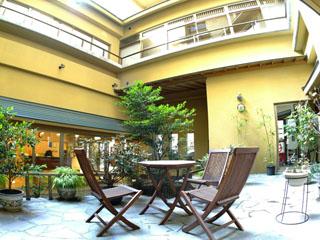 大江戸温泉物語 鳴子温泉 ますや 中庭があり、自然にふれた落ち着きがあります