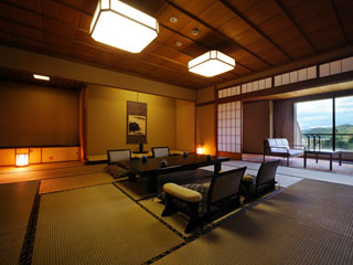 ホテル瑞鳳 基本が12、5畳の広々とした和室。カジュアルな洋室も