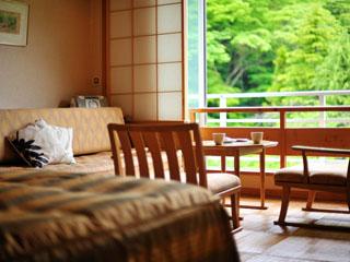 ゆづくしSalon一の坊 シンプルな温泉倶楽部客室は全室禁煙。選べる外食と合わせて気軽な二人旅に最適