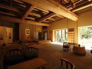 温泉山荘 だいこんの花 ロビー食事処のある母屋