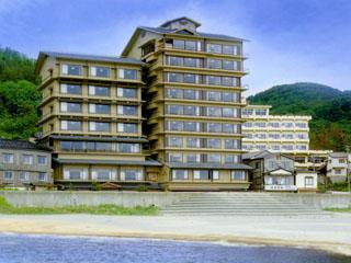 游水亭いさごや 日本海庄内砂丘の波打ち際に建つ近代和風の宿。