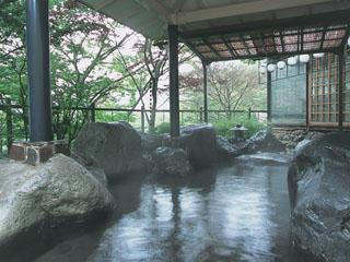 鬼怒川パークホテルズ 自家源泉を使用したお風呂は6種類。写真は露天風呂一例