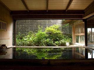 お宿玉樹 伊香保温泉の2つの名湯「黄金の湯」「白銀の湯」を楽しむことのできる大浴場