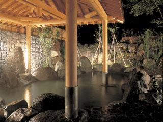 ホテルグリーンプラザ軽井沢 奥軽井沢温泉「暁の湯」は自家源泉かけ流し。湯船は全て源泉かけ流しで提供