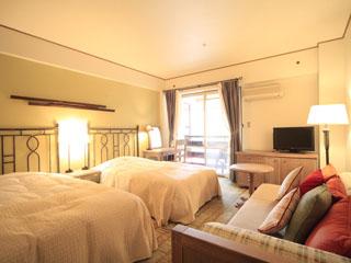 ホテルヴィレッジ 森に囲まれたお部屋は、日常を忘れさせてくれます