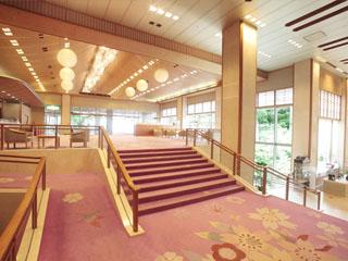 ホテル櫻井 お客様をあたたかくお迎えする華やかなエントランス