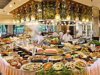 ホテル櫻井 出来立ての料理が味わえるオープンキッチンのバイキング