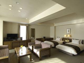 軽井沢倶楽部ホテル軽井沢1130 浅間山に臨む高層階プレミアムルーム。ゆったりとしておりリゾートの休日に最適です