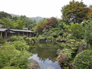 源泉湯の宿松乃井 利根川沿いに一万坪を誇る華松園では、みなかみの大自然を庭園内から感じられます
