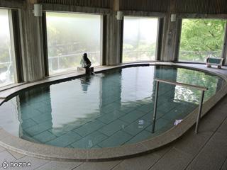 水上館 落ち着いた趣きの「奥利根ひばの風呂」。
