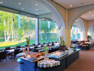水上高原ホテル200 ご夕食バイキングとご朝食会場の「白樺ダイニング」