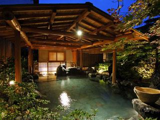 辰巳館 庭園露天風呂「たまゆらの湯」