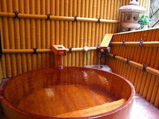 春木亭なかざわ旅館 樽風呂。貸切できるお風呂で