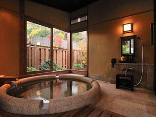 別亭 やえ野 四季折々の自然を眺めながら、ゆったりと湯浴みができる
