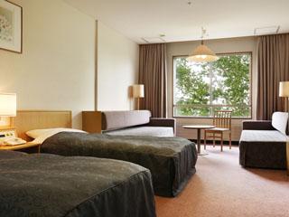 万座プリンスホテル 本館ファミリールーム38平方メートル。2ベッド+2ソファーベッド