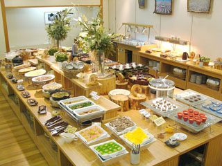 万座ホテル聚楽 お食事は地元食材中心のバイキング