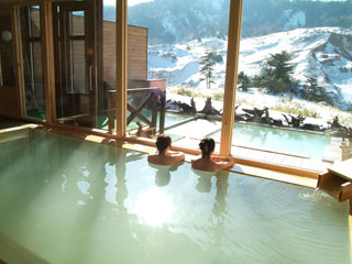 万座ホテル聚楽 露天風呂からは万座の大自然が一望