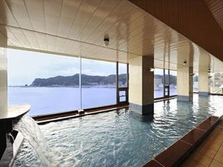 鴨川ホテル三日月 大海原の景色が一面に広がり、旅の疲れを癒します
