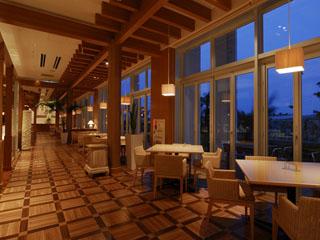 三井ガーデンホテルプラナ東京ベイ 南の島の楽園がイメージの開放感たっぷりのビュッフェレストラン「プラナスタイル」
