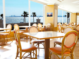東京ベイ舞浜ホテル クラブリゾート ホテル館内の全レストランから東京ベイを望め、ゆっくりと食事を楽しめます