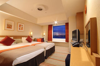 東京ベイ舞浜ホテル ベッドは2台並んだハリウッドスタイル。添い寝も安心