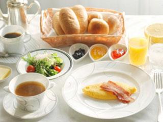 コートヤード・マリオット銀座東武ホテル 朝食は開放感あふれるレストランでのブッフェ