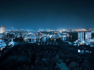 コンラッド東京 夜はレインボーブリッジを臨む東京湾の夜景を一望