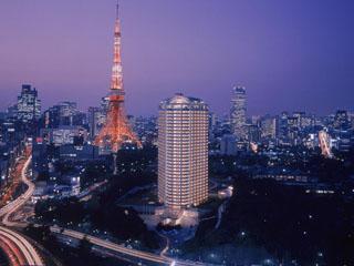 ザ・プリンス パークタワー東京 東京タワーと並ぶようにそびえる地上33階建て。
