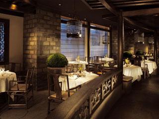 ザ・ペニンシュラ東京 日本の旬の食材を使用した伝統的な広東料理を提供する「ヘイフンテラス」