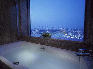 セルリアンタワー東急ホテル ビューバスを配した客室もあり、優雅なバスタイムが楽しめるのも魅力