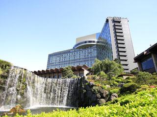 ホテルニューオータニ 都心にありながら、約4万平米の日本庭園の自然に囲まれた抜群の環境を誇ります。