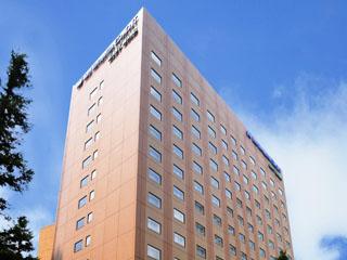 ホテルメトロポリタンエドモント 東京のほぼ中心、飯田橋はJR中央線、地下鉄東西線、有楽町線、南北線、大江戸線と5つの路線が交差し、駅から5分。