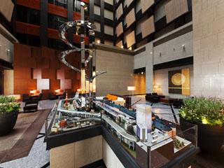 ホテルメトロポリタン丸の内 ロビー 中央にはNゲージジオラマ