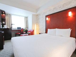 メルキュールホテル銀座東京 スーペリアクイーン:最上の眠りを誘うシモンズベッド